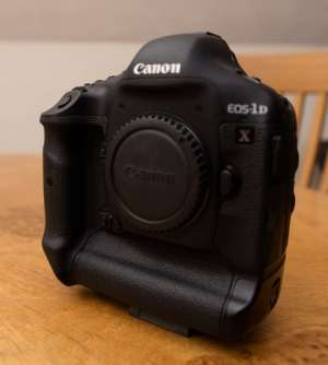canon-eos-1d-x-18-1-mp-digital-slr-camera-black-body-only in kuwait