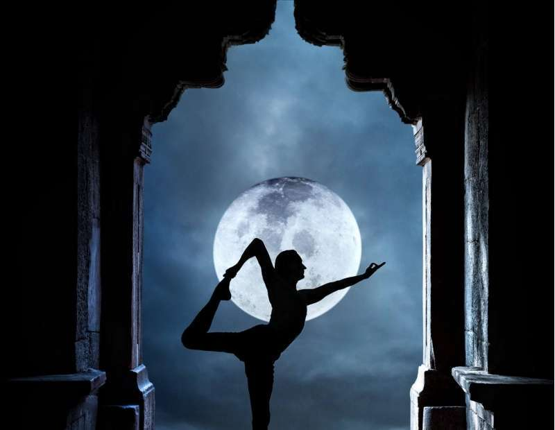 full-moon-yoga-with-talise-spa-kuwait