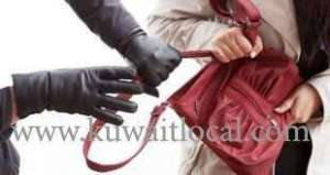cops-are-looking-for-an-unidentified-woman-for-stealing-the-handbag_kuwait