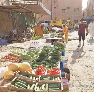 inspectors-seized-and-destroyed-5-tons-of-spoilt-fruits-and-vegetables-at-a-makeshift-market_kuwait