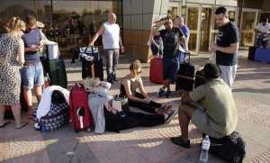 thousands-more-foreign-tourists-fly-home-after-egypt-crash_kuwait