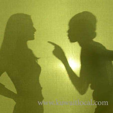 2-egyptian-women-in-quarrel_kuwait