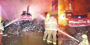 6-fire-teams-tackle-amghara-wood-store-fire_kuwait