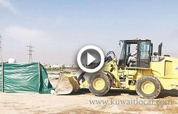 municipality-pulls-down-37-tents_kuwait