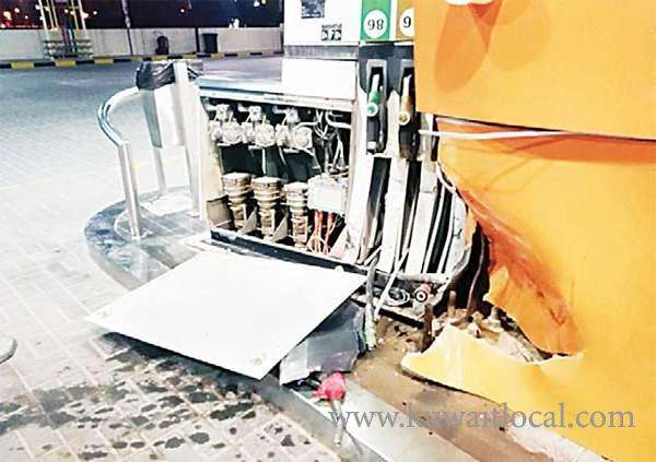 drunk-indian-crashes-into-fuel-pump_kuwait