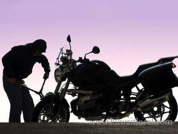 2--kuwaitis-attempt-to-steal-bike-from-its-owner_kuwait