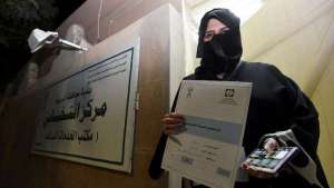 saudi-arabia-holds-its-first-ever-election-open-to-female-voters_kuwait