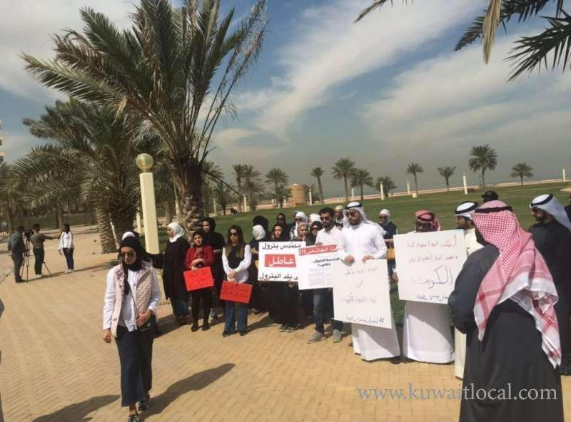 petroleum-engineers-seeking-jobs-stage-protest_kuwait