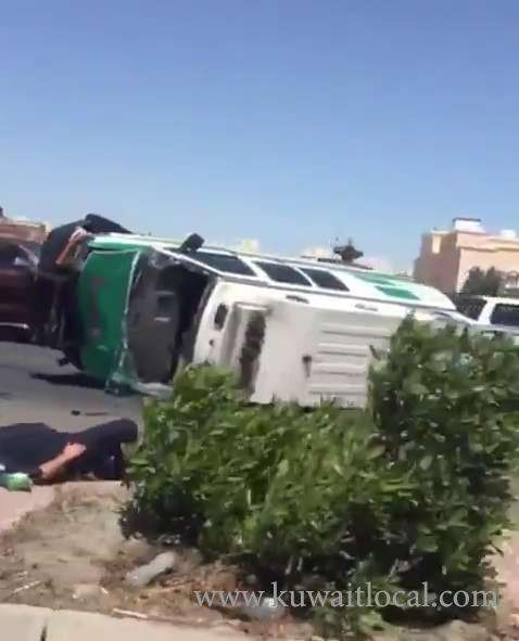 crime-news-5-people-injured-in-an-ambulance-flip-over_kuwait