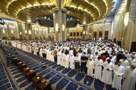 40,000-Pray-At-Grand-Mosque-On-'Night-Of-Power'_kuwait