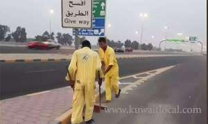 cleaning-workers-timings-changed-as-temperature-soars_kuwait