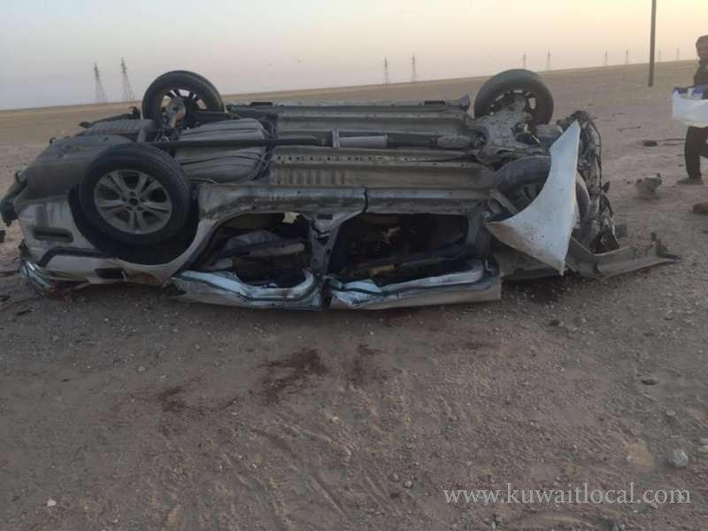 1-dead-and-2-injured-in-car-collision-with-camel_kuwait