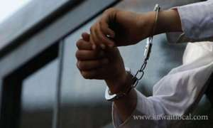 indian-driver-arrested-for-selling-booze_kuwait