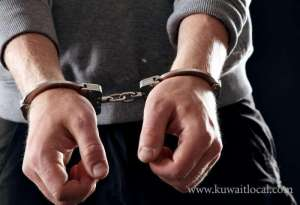 2-criminals-arrested_kuwait