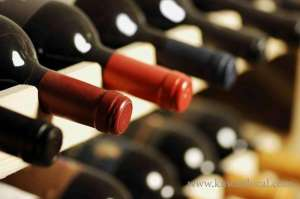 trio-held-for-wine-trade_kuwait