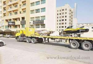 municipality-workers-removed-abandoned-vehicles-including-boats-and-jet-skis_kuwait