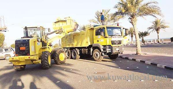 municipality-trucks-removing-waste-from-the-roads_kuwait