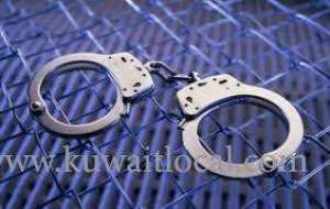 police-have-arrested-an-unidentified-person-for-verbally-abusing-and-attacking-the-security-guards_kuwait