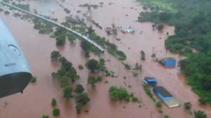 rescuers-evacuated-700-passengers-from-flooded-train-in-india_G2D